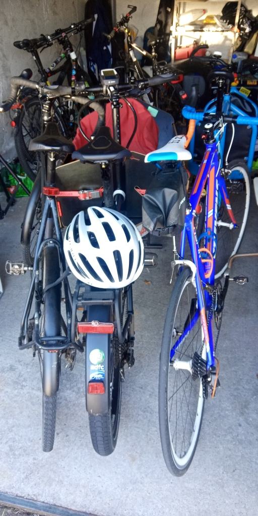 Räder Rennrad Lastenrad tourenrad faltrad garage