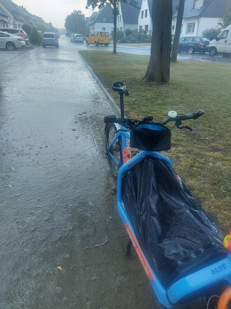 #Bullitt #Bluemon #Arbeit #Regen #Starkregen #Unwetter #Klimawandel #Prasseln