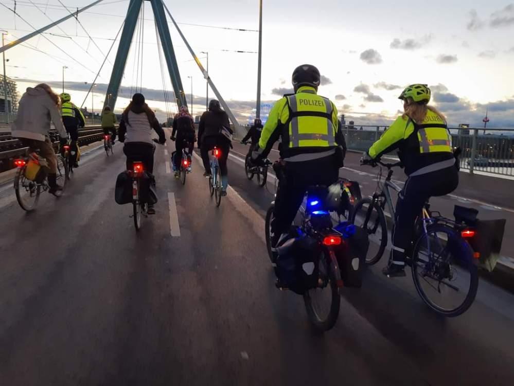 Critical Mass Köln, Köln, Deutzer Brücke, Severinsbrücke, Polizei, #verkehrswende, #verkehrswendejetzt, #mehrplatzfürsrad, #wirsindderverkehr,
