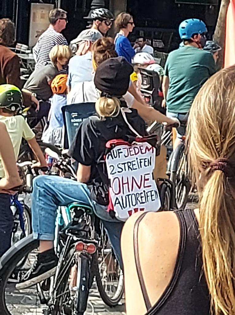 Politik, Radverkehrspolitik, Demonstration, Kein Millimeter nach Rechts, Protest, MehrPlatzfürsRad, ADFC, Critical Mass, Kidical Mass, Sternfahrt, Fahrraddemo