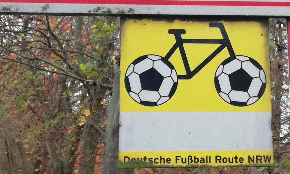 #deutschefussballroute #gegenwind #HPVelotechnik #komoot #lowrider #Skorpion #trike #trikeporn