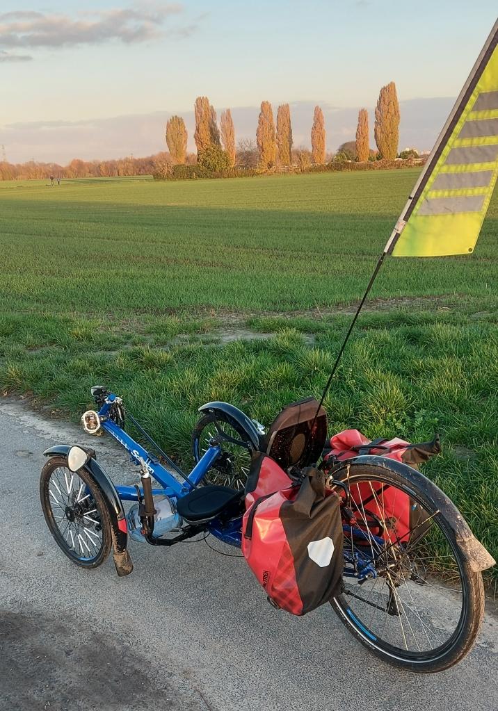 #bikeporn #blau #fähnchen #HPVelotechnik #landschaft #lowrider #Skorpion #trike #trikeporn #weite