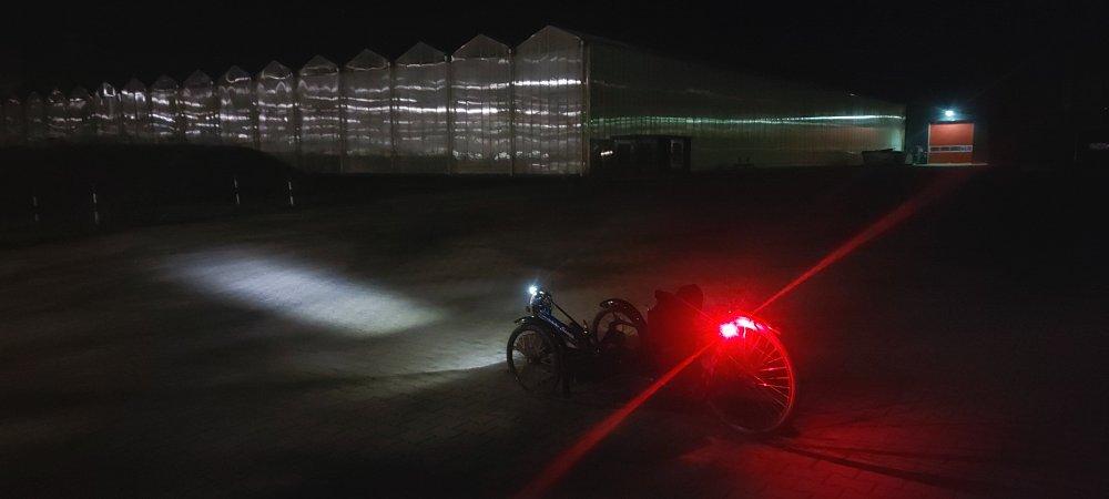 #Nachtfahrt, #Gewächshaus, #Beleuchtung, #Neurath, #Martinswerk, #Braunkohle, #Kraftwerk, #Skorpion, #Windrad, #Dunkelheit,