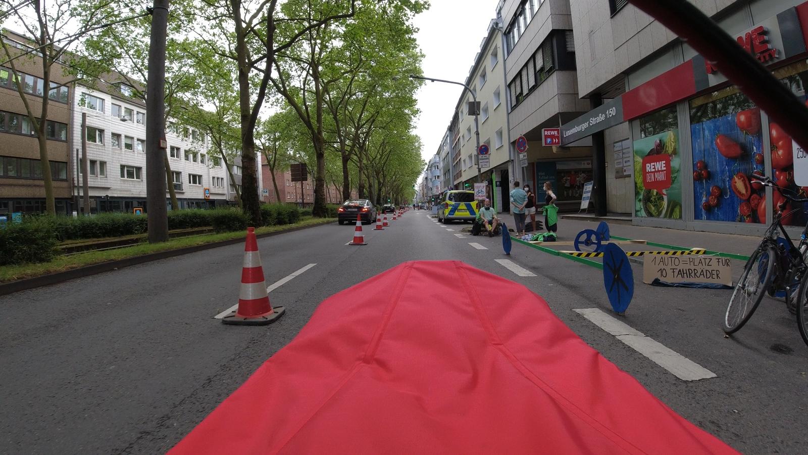 #gehzeug, #greenpeace, #weltfahrradtag, #worldbicycleday, #popupbikelane, #köln, #luxemburgerstraße,