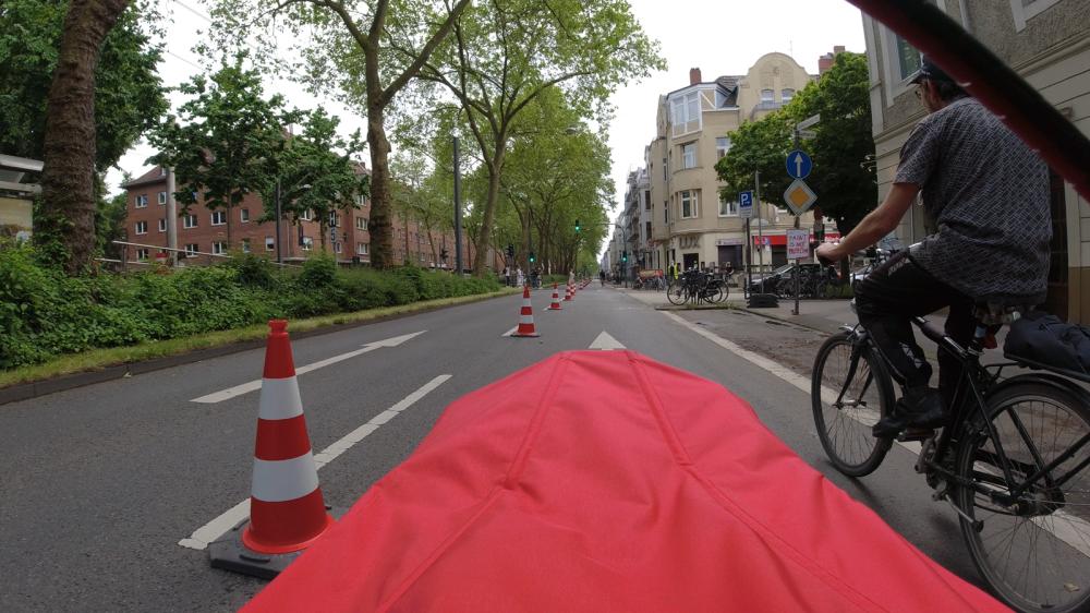 #gehzeug, #greenpeace, #weltfahrradtag, #worldbicycleday, #popupbikelane, #köln, #luxemburgerstraße, #paintisnoprotection, #bauhof,